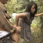 【ヘンリー塚本・国見奈々】「後ろから、入れて!」聞こえるのは蝉の声と喘ぎ声、湖畔の不倫キャンプ、立木の陰で立ちバック